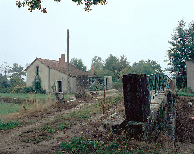 Maison d'éclusier (canal de Berry)