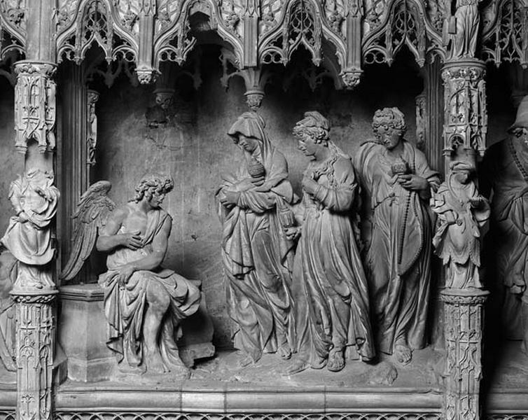 groupe sculpté : les saintes Femmes au Tombeau