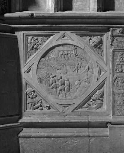 Ensemble des 36 bas-reliefs du soubassement du Tour du choeur : scènes de l'Ancien Testament, travaux d'Hercule, scènes mythologiques et personnages à l'antique