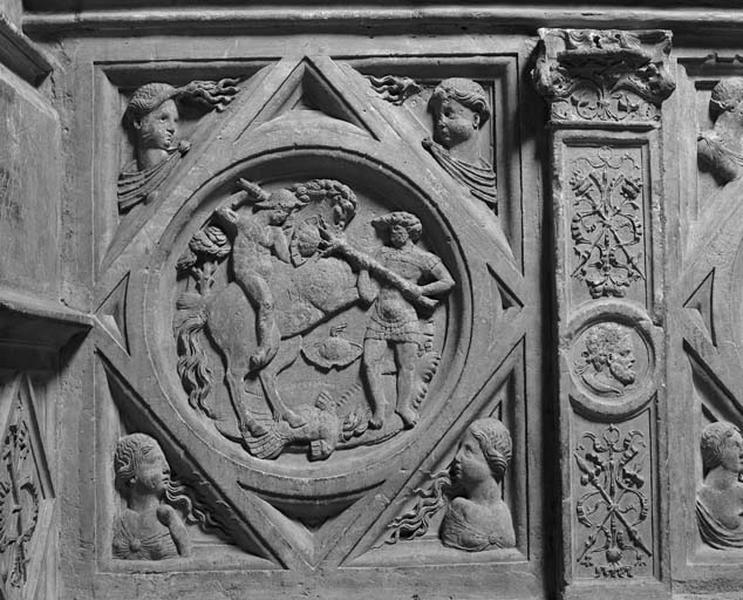 médaillon : travail d'Hercule non identifié