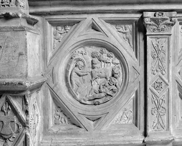 médaillon : le géant Cacus volant les boeufs d'Hercule endormi