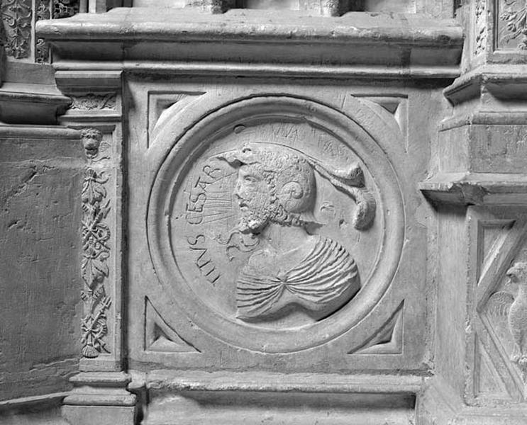 Médaillon : l'empereur Titus