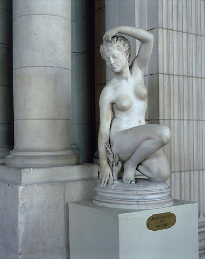 Statue : naïade
