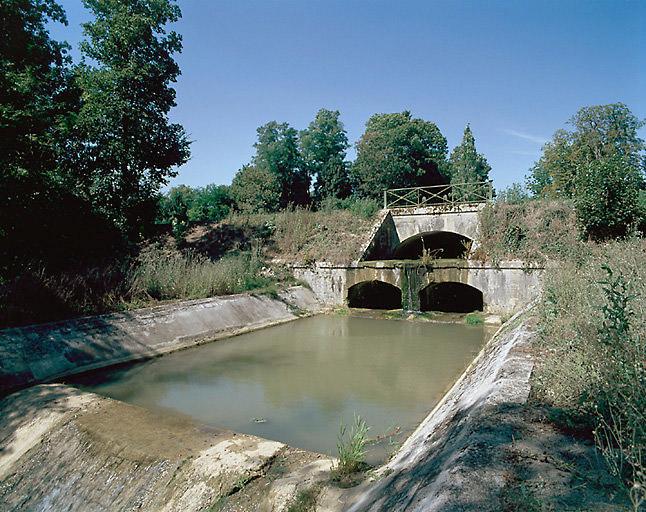 Aqueduc de la Chotarderie (canal latéral à la Loire)