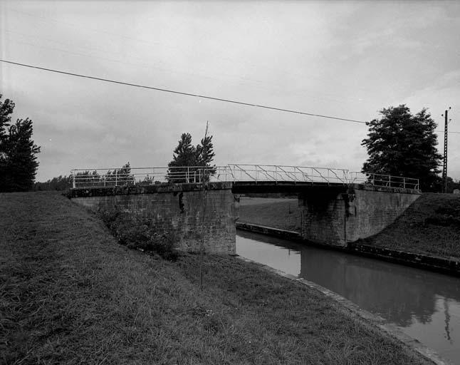 Pont de la Sarrée (canal latéral à la Loire)