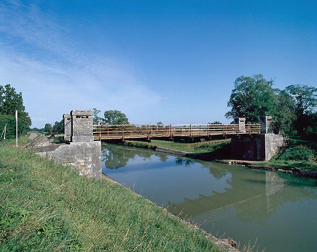 Pont suspendu de Nambault (canal latéral à la Loire)