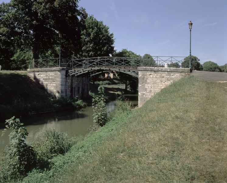 Pont en fonte (canal latéral à la Loire)