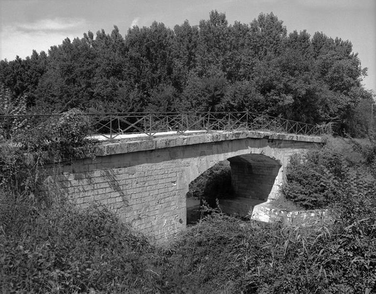 Pont de Beauget (canal latéral à la Loire)