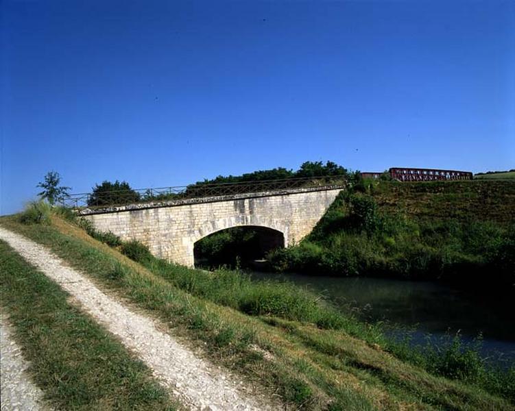 Pont d'Assay (canal latéral à la Loire)