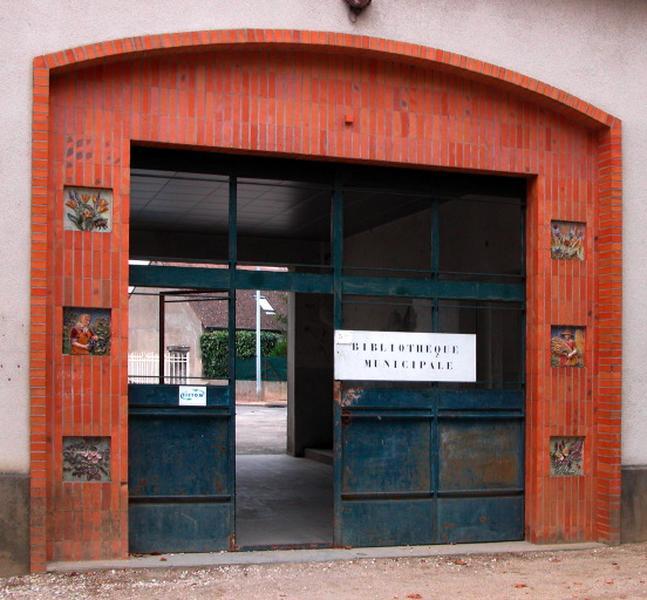 ensemble de 6 carreaux ornant le portail d'entrée : allégorie de l'agriculture