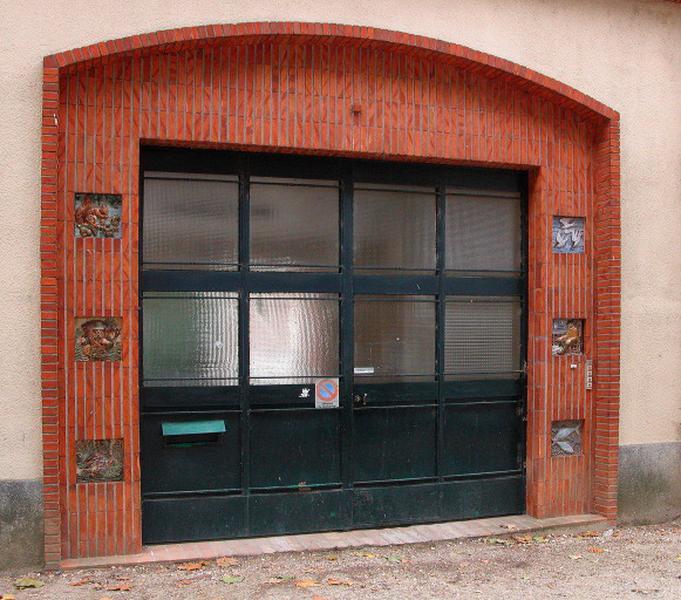 ensemble de 6 carreaux ornant le portail d'entrée : allégories de la chasse et de la pêche de Loire