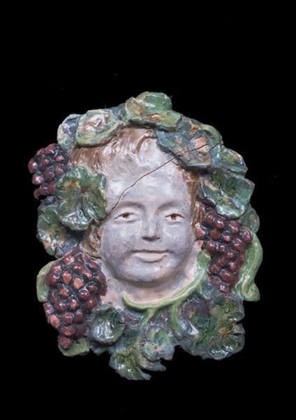 ensemble de 2 bas-reliefs : têtes de Bacchus enfant