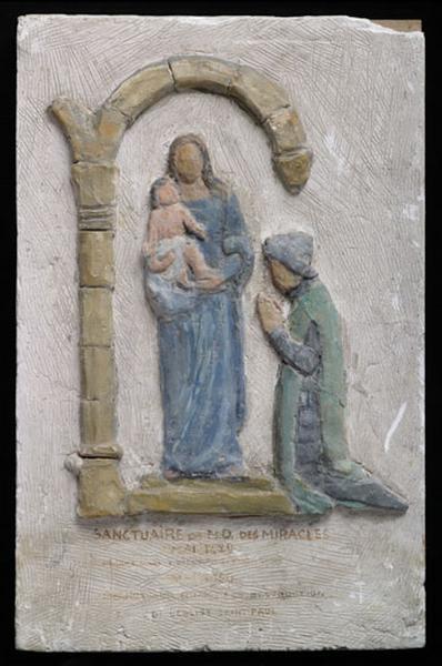 Bas-relief : Jeanne d'Arc en prière