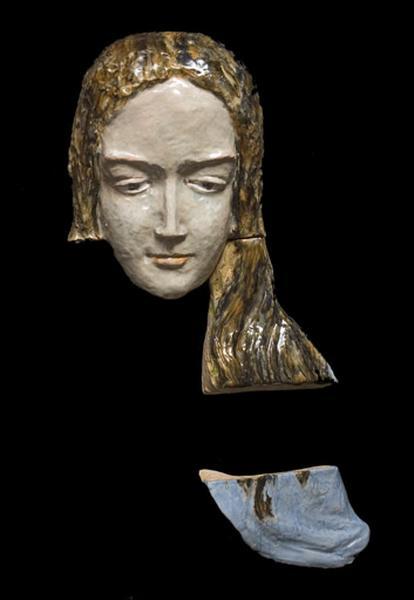 Haut-relief : tête de Vierge