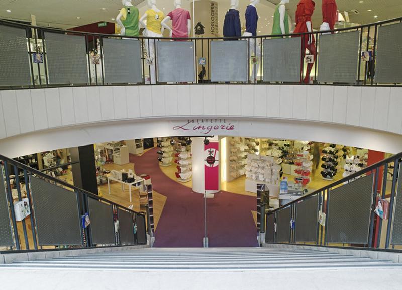 Ensemble de 127 plaques décoratives d'escalier : ornementation champêtre