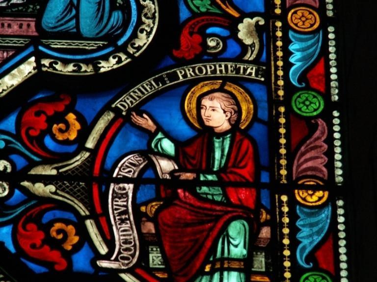 Verrière figurant la Crucifixion, la Dormition et le Couronnement de la Vierge