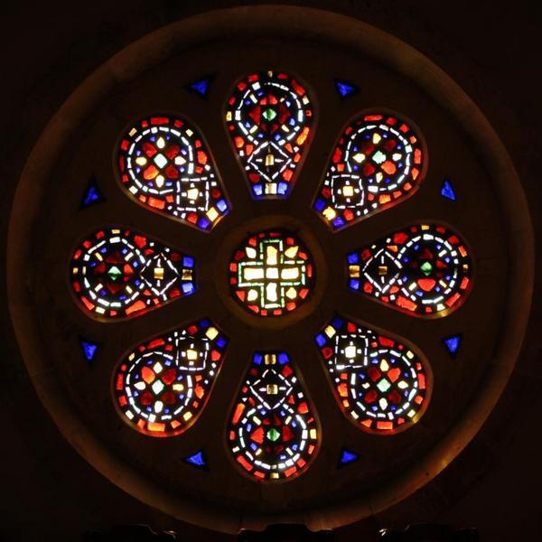 Ensemble de 25 verrières abstraites de la chapelle