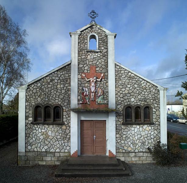 décor : Christ en Croix, saint Jean, sainte Marie Madeleine ; paons s'abreuvant au calice ; vigne et épis de blé ; Guérison de l'Aveugle-né ; poissons