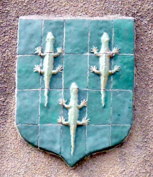 ensemble de 3 blasons : armoiries de France, de la ville de Châteauneuf-sur-oire et des Phélypeaux de la Vrillière