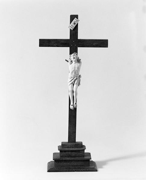 statuette : Christ en croix