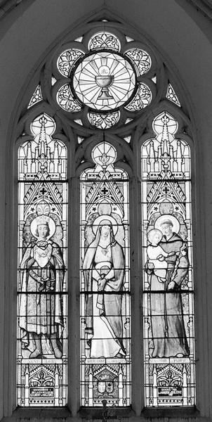 Verrière à personnages : Saint Louis, Vierge des sept douleurs, saint Antoine de Padoue