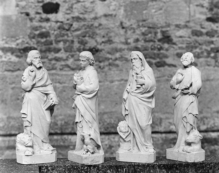 4 statuettes : les quatre évangélistes