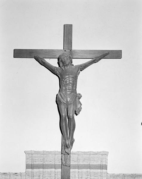 statue : Christ en croix n°1