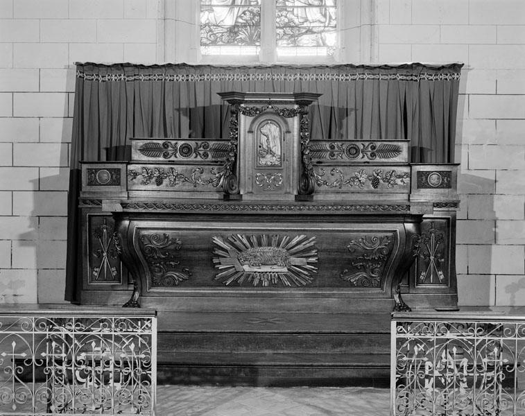 ensemble du maître-autel : autel, tombeau, tabernacle