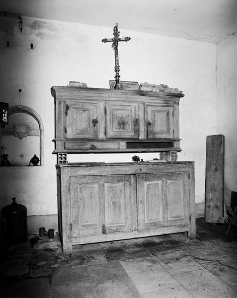 Meuble de sacristie (chasublier)