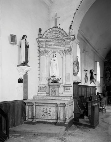 ensemble de l'autel secondaire: autel, retable architecturé, tabernacle