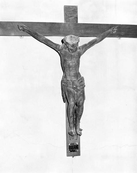 statue (demi-nature) : Christ en croix