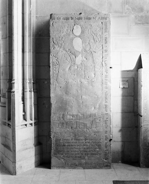 Dalle funéraire d'Alexis du Mesnil