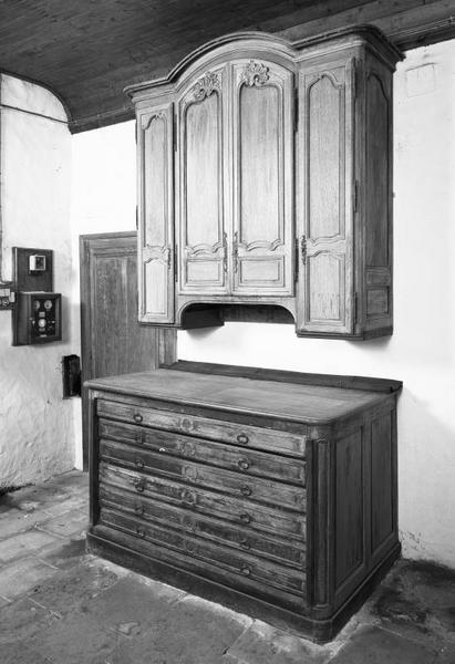 meuble de sacristie : chasublier
