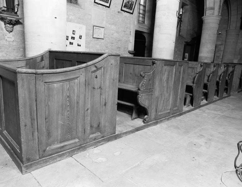 Bancs de fidèles : 22 bancs d'église