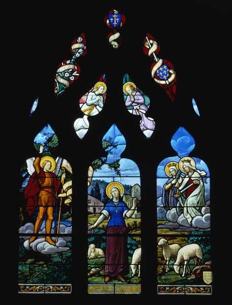 Ensemble de 10 verrières (décoratives, à personnages) : Dernière messe des soldats en partance, Ange de la victoire célébré par les soldats et leurs familles, Retour des soldats, Poilu au pied de la Croix, sainte Jeanne d'Arc entendant les voix, Vision de saint Aubert d'Avranches