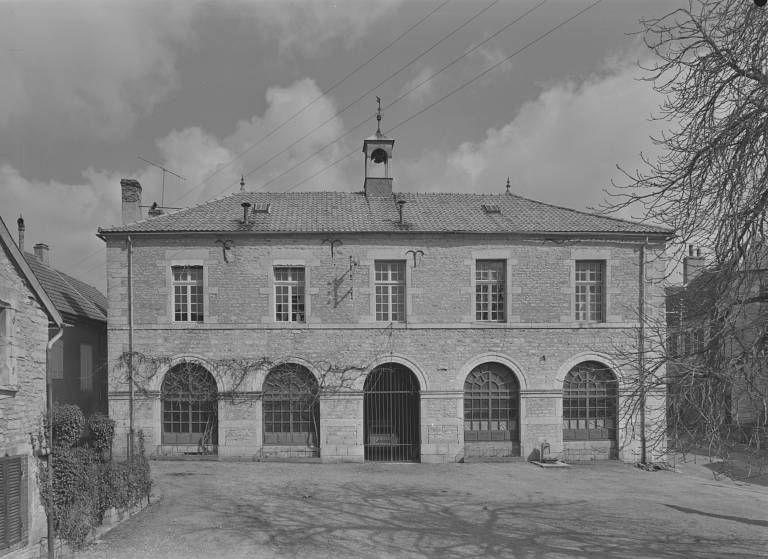 Mairie-école et anciennes halles