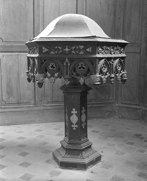 Fonts baptismaux, style néo-gothique