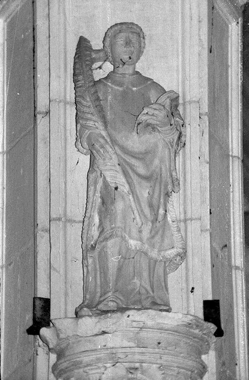 Statue (demi-nature) : saint Etienne ?