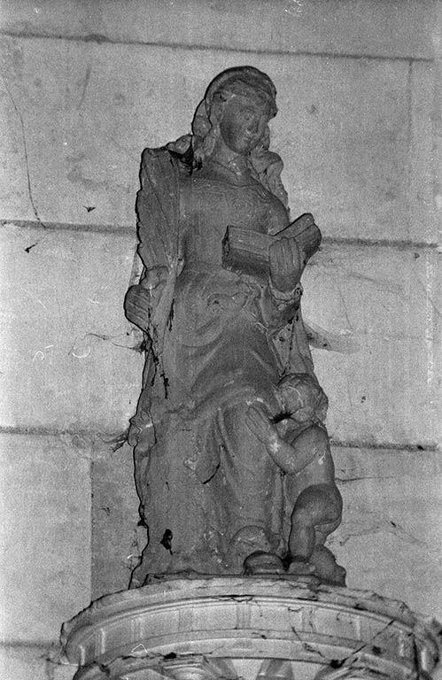 Groupe sculpté (demi-nature) : sainte Julitte ?