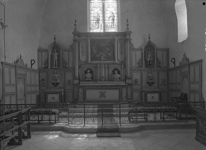 Maître-autel, retable, tabernacle et lambris de revêtement