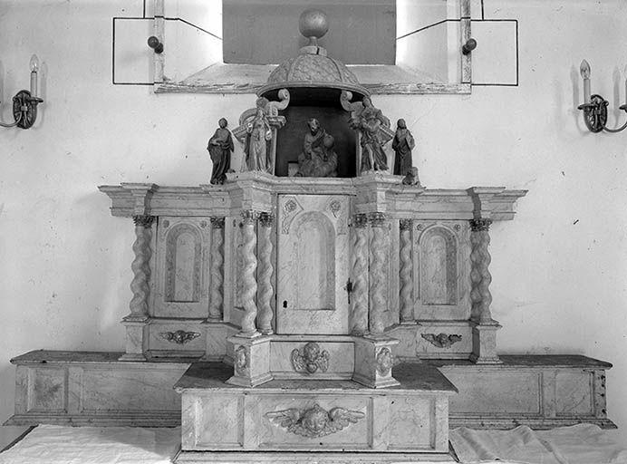 tabernacle à ailes et dais d'exposition