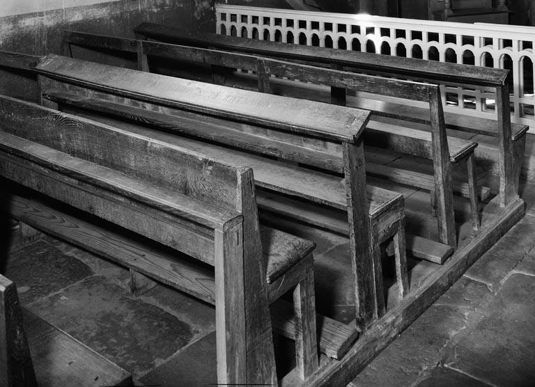 Bancs de fidèles : bancs d'église (4, série)