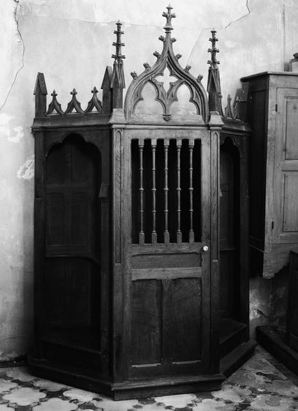 Confessionnal, style néo-gothique
