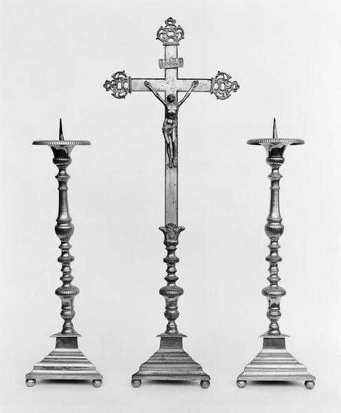 Croix d'autel, 6 chandeliers d'autel (série)