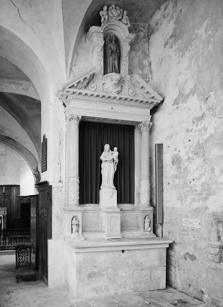 Autel, retable, tabernacle (faux tabernacle, autel tombeau, retable architecturé à niche)
