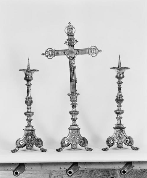 Croix d'autel, 4 chandeliers d'autel