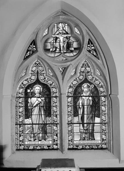 Verrière à personnages : saint Joseph, saint Aubin et la sainte Trinité (baie 0)
