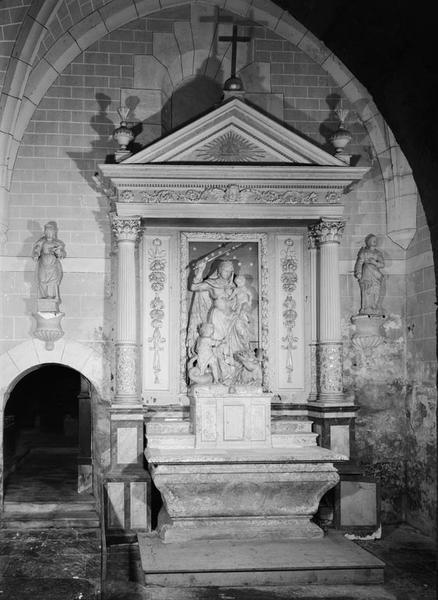Autel, retable, tabernacle (faux tabernacle, autel tombeau, retable architecturé)