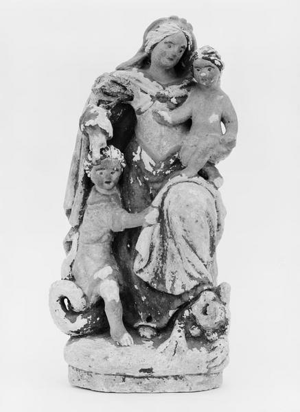 Groupe sculpté (statuette) : Vierge à l'Enfant et saint Jean-Baptiste