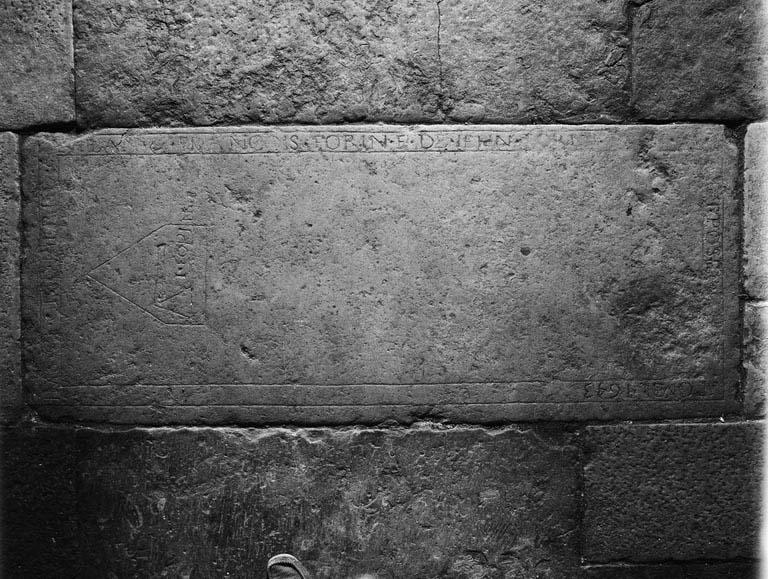 Dalle funéraire : des fils Forin